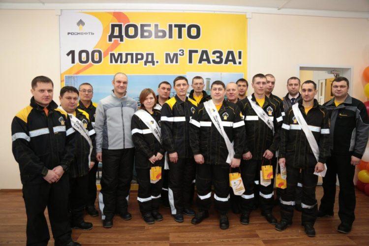 рабочие на предприятии РН-Пурнефтегаз
